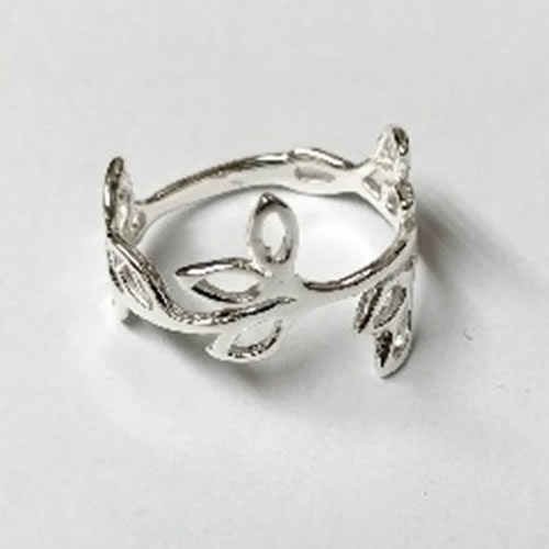 Fine Silver Ring with open leaf design