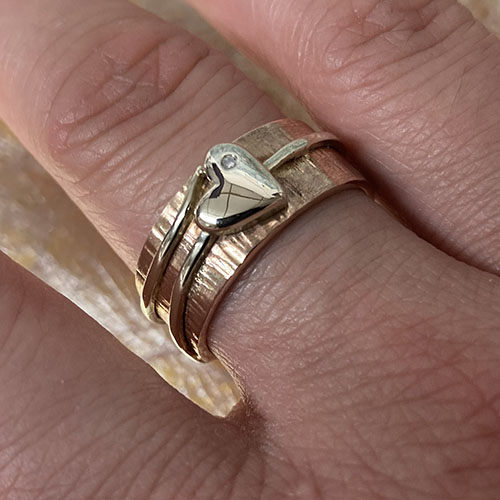 Rose and white gold ring with heart