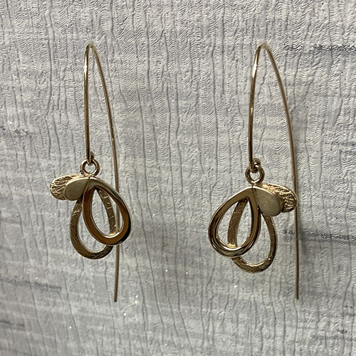 Yellow gold drop earrings with scratched