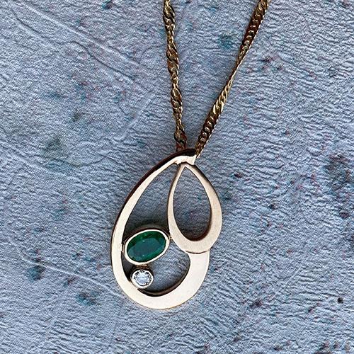 Yellow gold handmade pendant with emerald