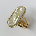 Yellow gold and white baroque pearl ring