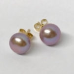 yellow gold earrings with a 9mm mauve coloured bouton freshwater pearl