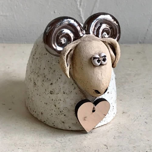 9cm gold and cream ram with wooden heart