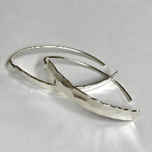 long silver earrings with striking hammered effect 35mm