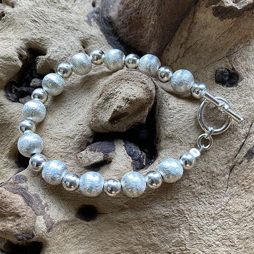 Silver bead bracelet Scratched Effect