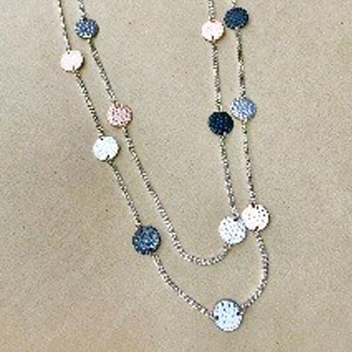 Long 34-inch costume necklace with hammered effect circular discs in silver, pewter and rose gold