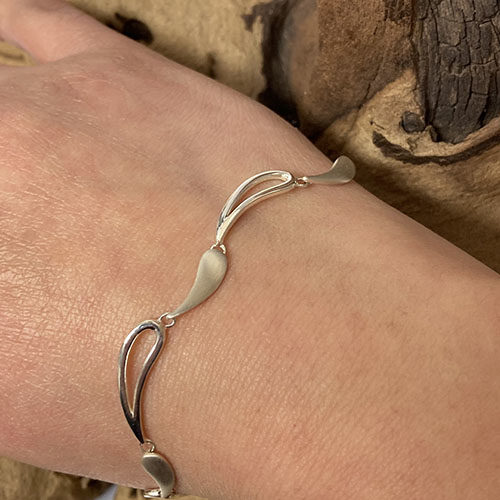 Sterling silver wavy design bracelet