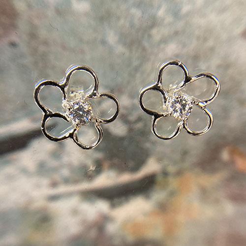 Flower shape stud earring