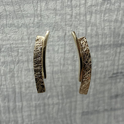 9ct yellow gold curved earrings